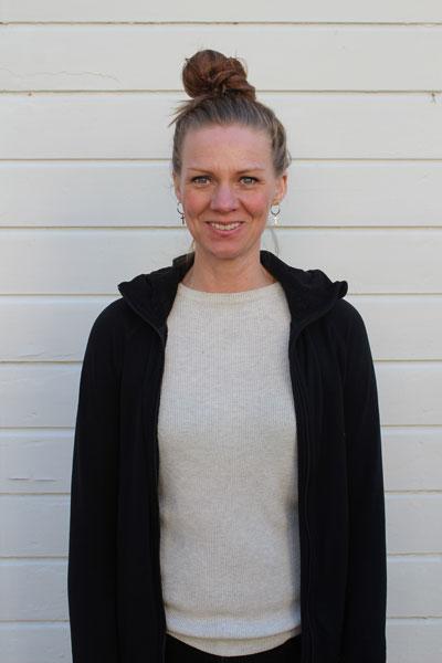 Caroline Rydefjord, undervisar i scenframställning, grundträning, forumteater och yoga