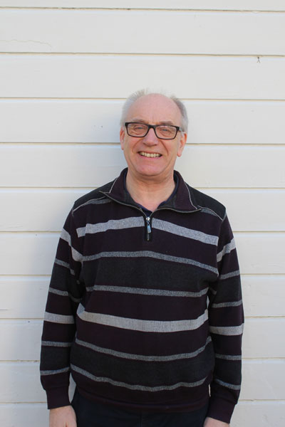 Jonas Bagge, undervisar i musikteori, musikalhistoria, vishistoria, band och piano