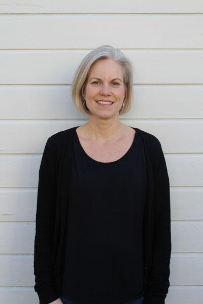 Maria Onelius, undervisar i scenisk sång, kör, duetter, vis- och musikalsång