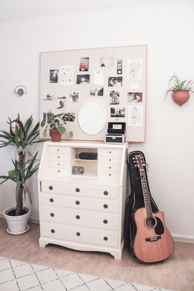 Internatrum gitarr, byrå